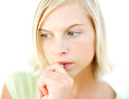 Girl-Thinking-how-to-give-up-smoking